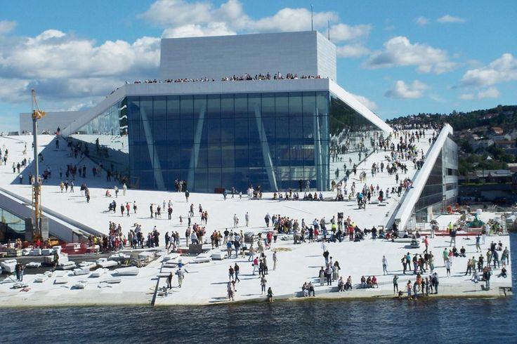 Осло, Норвегия. Норвежская национальная опера.