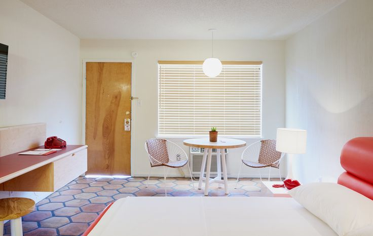 The Rejuvenated Austin Motel Welcomes Guests With Upbeat, Midcentury-Modern Vibes - Photo 6 of 13 - Dwell