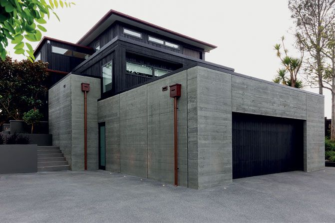 Externally, board-formed concrete has been used to visually anchor the house to the site.