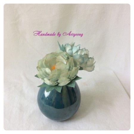 한지에 천연 염색 해서 만든 만행화 블루 Creation Art Flower of Korean Paper,Hanji Flower Crafts (Natural Dyeing)  http://blog.naver.com/koreapaperart               #조화공예 #종이꽃 #페이퍼플라워 #한지꽃 #아트플라워 #조화 #조화인테리어 #인테리어조화 #인테리어소품 #에바폼 #디퓨져 #주문제작 #수강문의 #광고소품 #촬영소품 #디스플레이 #artflower #koreanpaperart #hanjiflower #paperflowers #craft #paperart #handmade #만행화