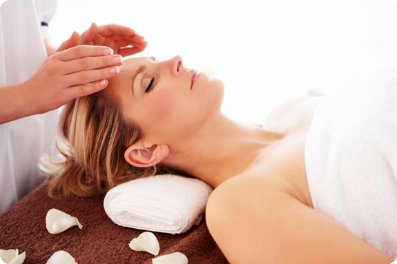 THE BENEFITS OF REIKI THERAPY Helps relieve pain Removes energy blockages, adjusts the energy flow of the endocrine system bringing the body into balance and harmony Assists the body in cleaning itself from toxins Reduces some of the side effects of drugs and helps the body to recover from drug therapy after surgery and chemotherapy