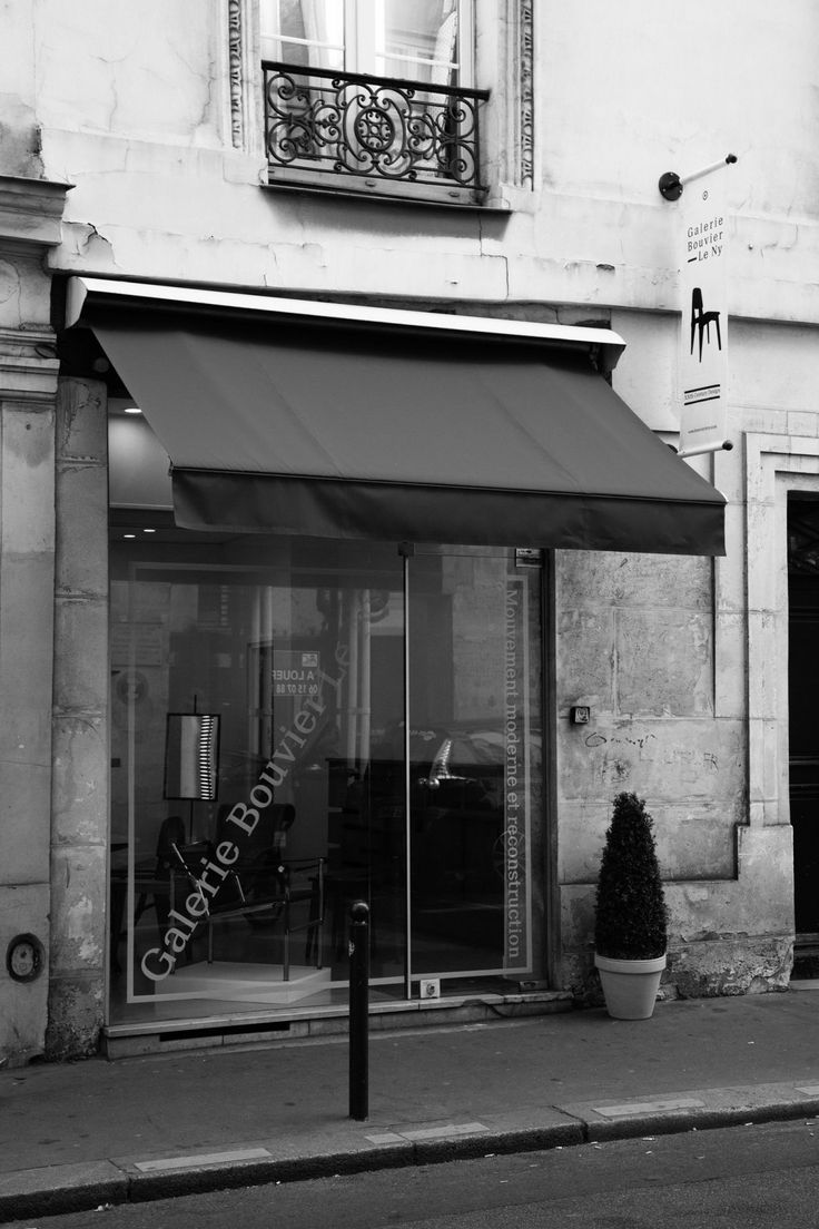 Stores:   Galerie Bouvier - Le Ny: 50s furniture in Paris   See more at: http://magazine.designbest.com/