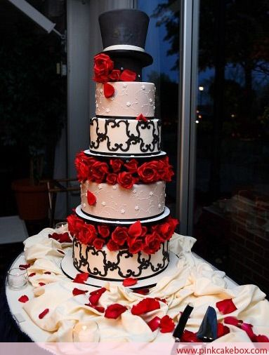 Milton Gil Photographers was kind enough to allow us to post some photos their talented team took of our Hollywood Theme Wedding Cake.