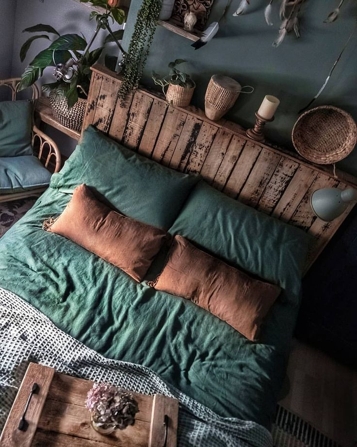 This needs to be my bedroom. It's definitely the colour direction I want– copper with mossy green. I'd have bits of grape purple too. The rus…
