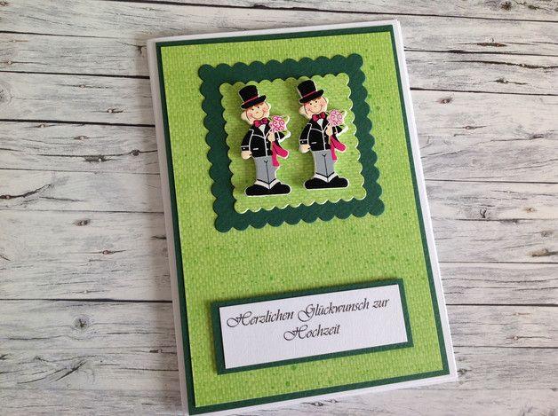Du suchst eine ausgefallene, romantische Glückwunschkarte zur Hochzeit für zwei Männer? Hier ist sie: in hellgrün/dunkelgrün/weiß mit zwei niedlichen Bräutigamen aus Holzstreuteilen. Mit...