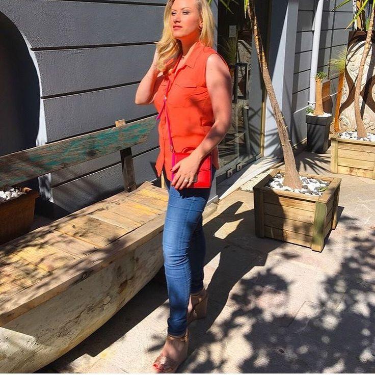 spiero_shopΗ @christianakochlatzi από το @epsilon_tv με πλατφόρμες S.Piero σε μεταλλική απόχρωση! ➡️ Link in bio #spiero #spieroshoes #online #shopping #newcollection #ss17