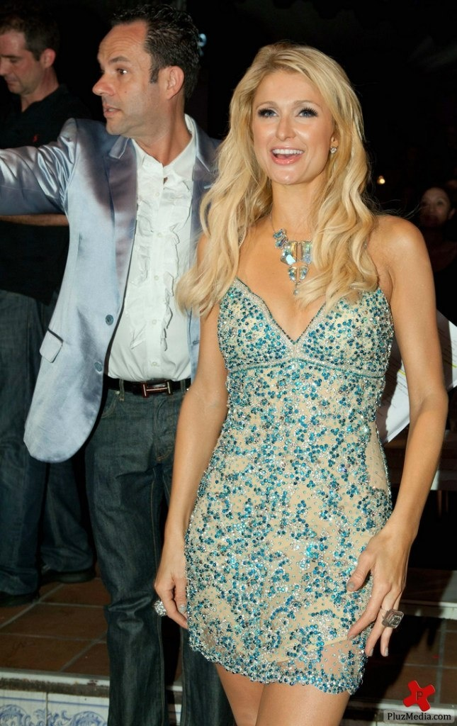 Love this sexy dress! @Paris Hilton is shining so bright! ;) YES!