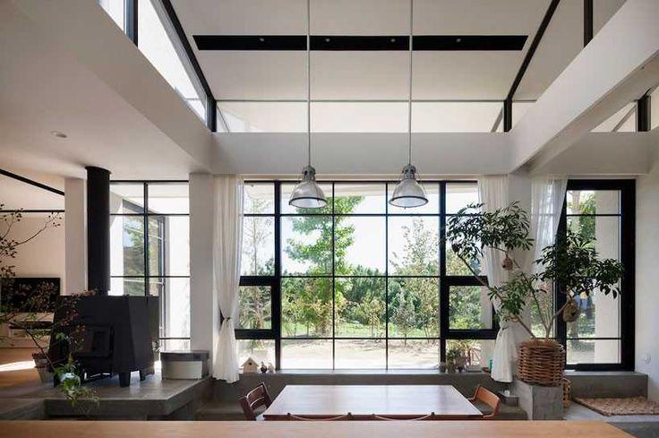 Современный японский дом, вписанный в природу