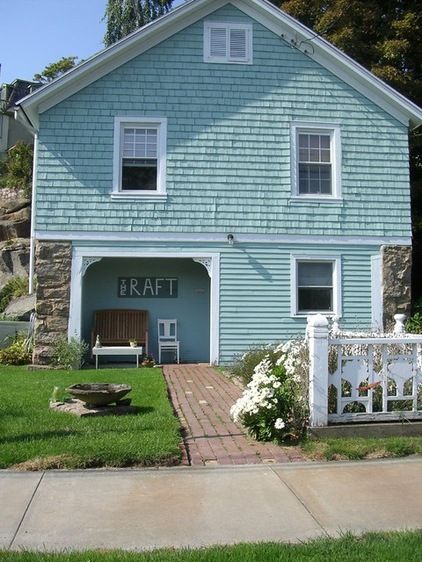 Best 25 beach cottage exterior ideas on pinterest for Beach house paint colors exterior