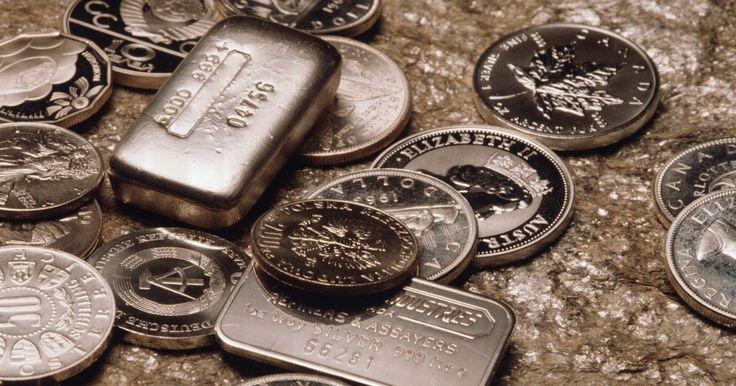 """Como calcular o valor de prata por peso. Em """"A Riqueza das Nações"""", Adam Smith diz que a libra esterlina foi definida, pelo menos, no tempo de Edward I, como um quilo de prata de pureza genuína. Hoje, a prata ainda é definida da mesma maneira, mas pode se referir a talheres e joias e não apenas a dinheiro. A prata é """"esterlina"""" se for uma liga de pelo menos 92,5% de prata e não mais do ..."""