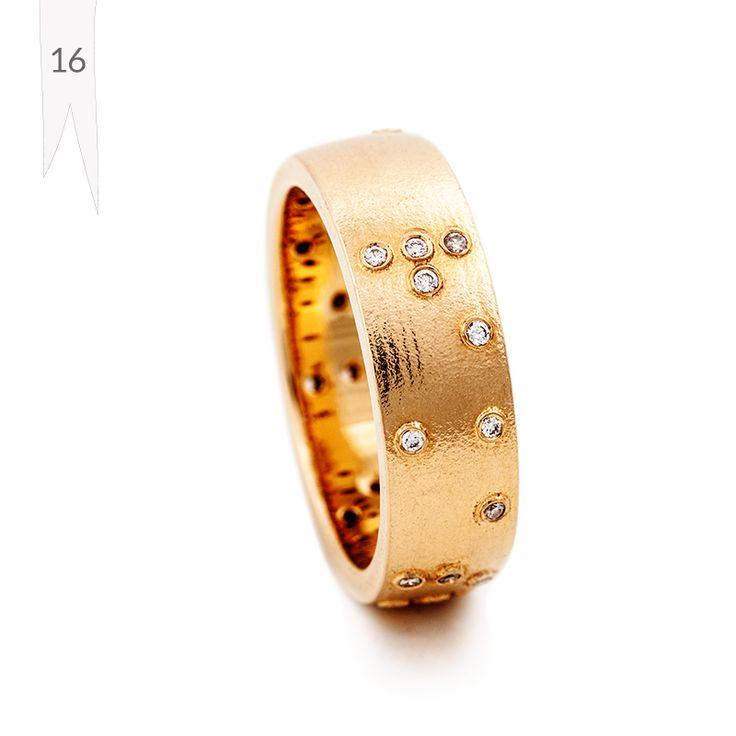 """Tunne -sormuksessa timanttien istutukset ovat pistekirjoitusta: sormuksessa lukee """"Rakastan sinua"""". Materiaaleina 750 keltakulta, yht.16,5ct w/vs timantit, hinta tänään 1998€ (norm. 2580€). Design Jussi Louesalmi."""