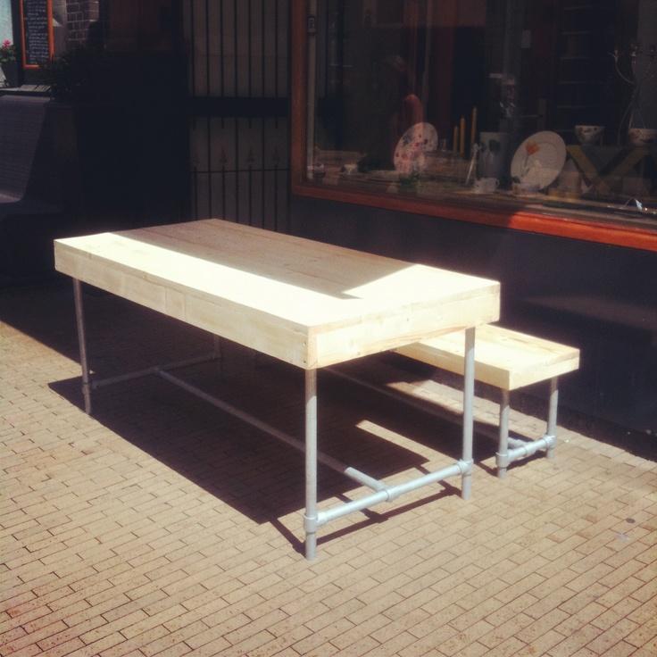 Steigerbuizen tafel en bank