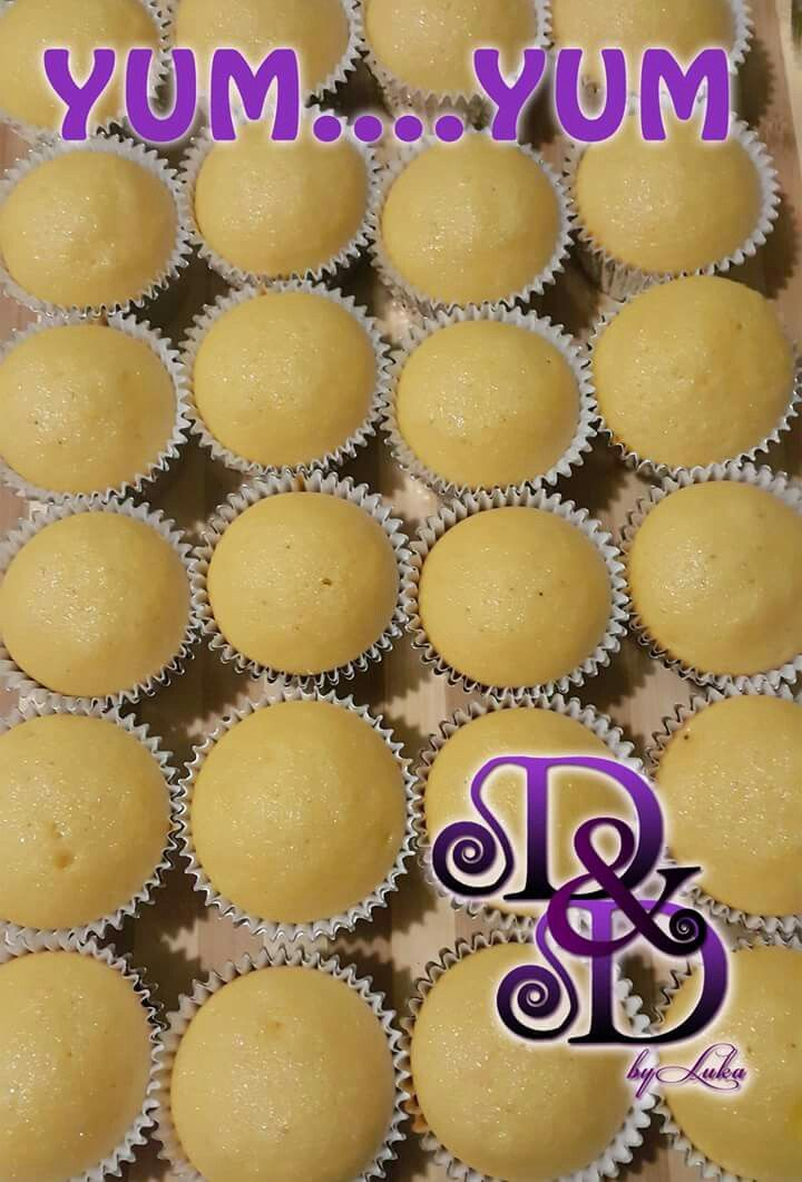 Cupcakes ready to be frosted.  Yum....yum  #dushi #curacao #cupcakes