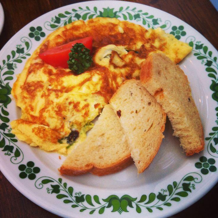 Breakfast at Szendzso, mediterranean omlett
