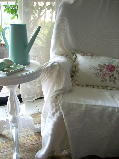 Comfy reading chair.: Chairs Vas, Interiors My Inspiration, Cozy Corner, Shabby Chic, Colour Inspiration, Ducks Eggs Blue, Delicate Inspiration, Comfy Chairs, Comfy Reading Chairs