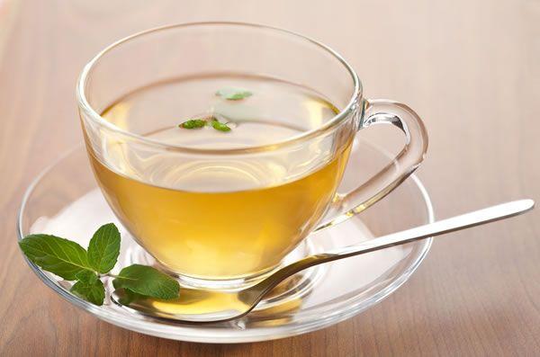 Groene thee gezond en lekker, Lees hier 10 voordelen van groene thee voor een gezond leven. Waarom moet jij dagelijks groene thee drinken en waar helpt..
