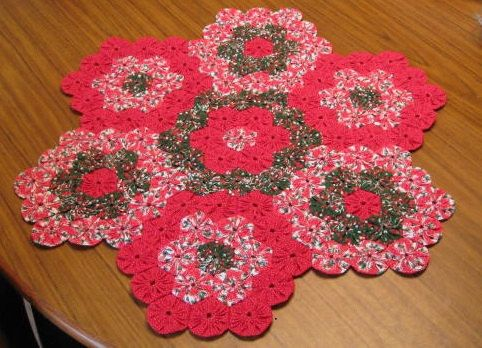 ~ Yo-Yo Christmas Doily ~ Needs to have Green & White added....