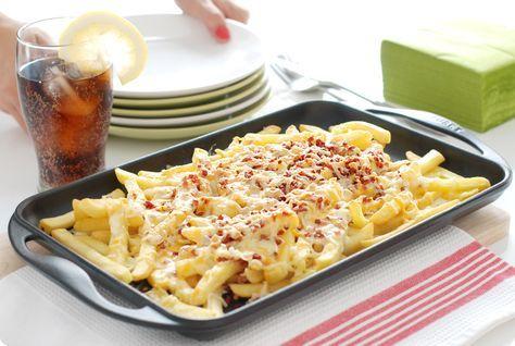 Vamos con un fast food para los viernes noche. Os damos la receta de las patatas fritas estilo Foster's. Unas bacon & cheese fries de escándalo y calóricas.