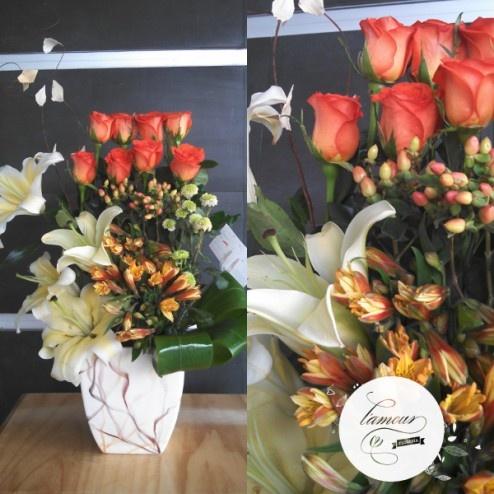 Florería L'amour - Charme - Rosas naranjas, follajes, alstroemerias y concador en en florero de cerámica, especial de la Colección L'amour.  www.florerialamour.com Boutique Floral Guadalajara Mex.