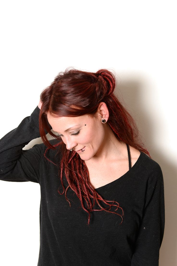 If you feel like you want to try out dreadlocks just to see if its something for you then synthetic dreads is a great way if you don't want to take the big step. This is now. They still look great. If you are in need of a haircolourist in Uppsala check her out: