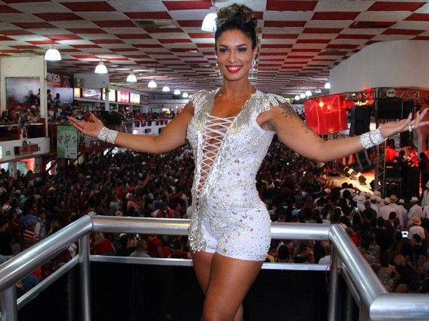 Milena Nogueira na quadra do Salgueiro, na Zona Norte do Rio (Foto: Anderson Borde/ Ag. News)