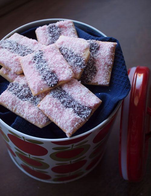 From figandcherry.com blog, a recipe for a homemade version of the Aussie biccie classic Iced VoVos!
