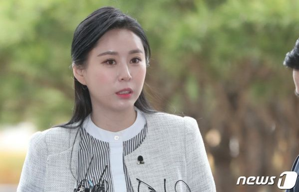 Ask K Pop Yoon Ji Oh A Former Colleague Of The Late Actress Jang Ja Yeon Recently Participated In A Witness Interview At The Supreme Prosecutors Office Actresses Kpop Interview
