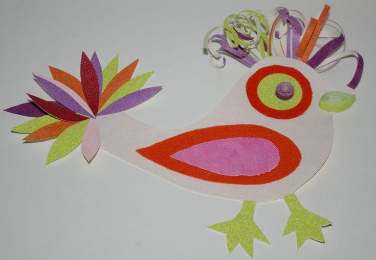 Petit oiseau du paradis  collages de papier et de tissu