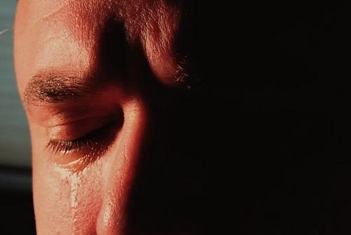 Il pianto viene spesso associato ad una reazione da reprimere. Ma non deve essere così