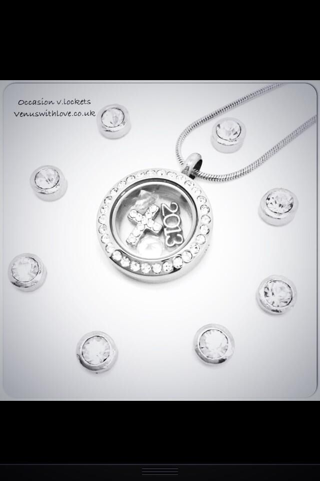 Our v.lockets can be customised for almost any special occasion, with a range of motion charms that allow you to create something unique. Here we think it looks beautiful as a Christening gift.  #christening #gift #goddaughter #jewellery  Www.venuswithlove.co.uk