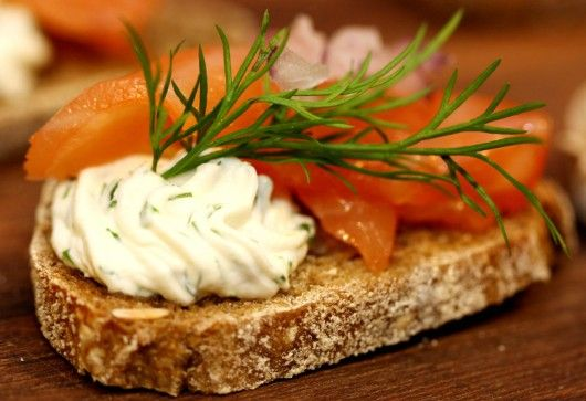 Laks med urter og flødeost | Kanapéer | foodfanatic.dk