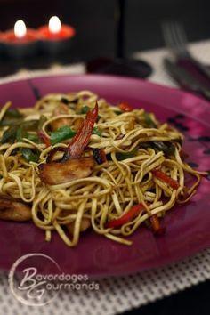 Nouilles sautées poulet-poivrons à l'asiatique : la recette facile