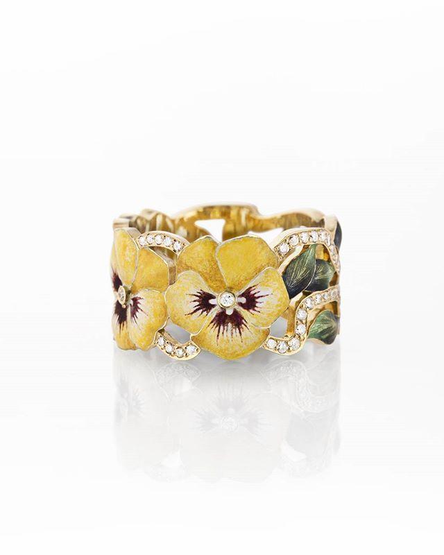 #ilgizf #gold #diamonds #ring #enamel #hotenamel #violets