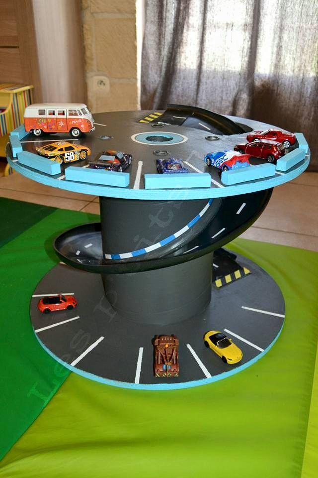 garage petites voitures fait avec un touret bobine de. Black Bedroom Furniture Sets. Home Design Ideas