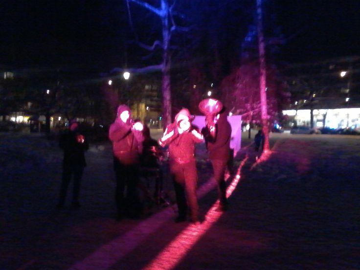 Viime talvena Mikkelin Kirkkopuistossa järjestettiin jääfestivaalit jolloin esiintyi myös The Radiators