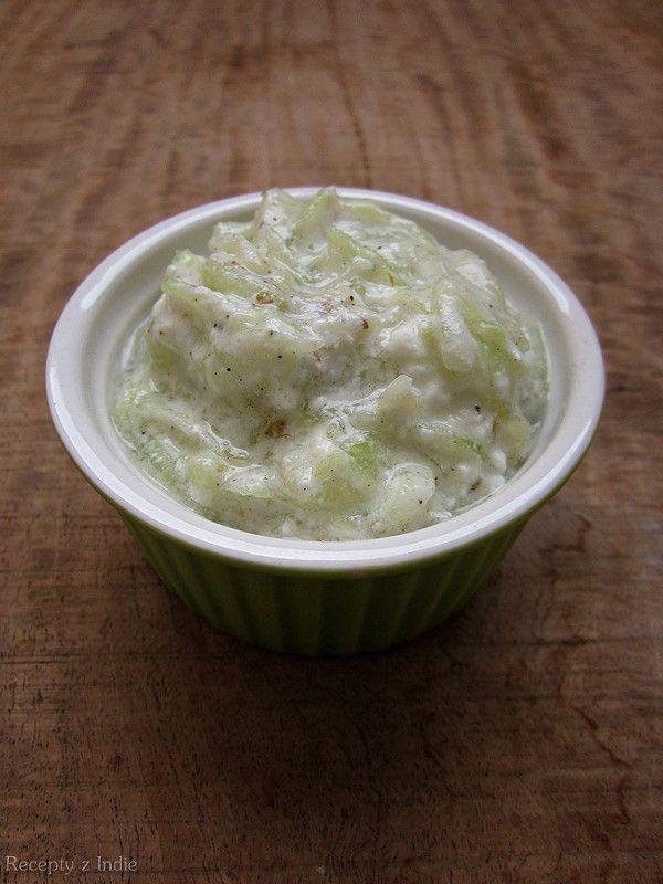 Osviežujúci šalát počas horúcich, letných dní. ČO POTREBUJETE: (2 porcie) 1/2 väčšej šalátovej uhorky soľ mleté...