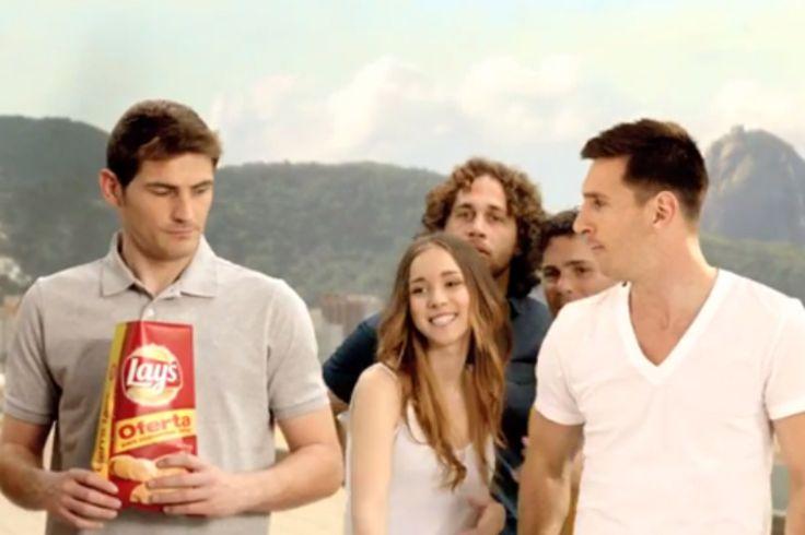 Publicidad y Propaganda 2008: Lo tiene de hijo: Messi también duerme a Casillas ...