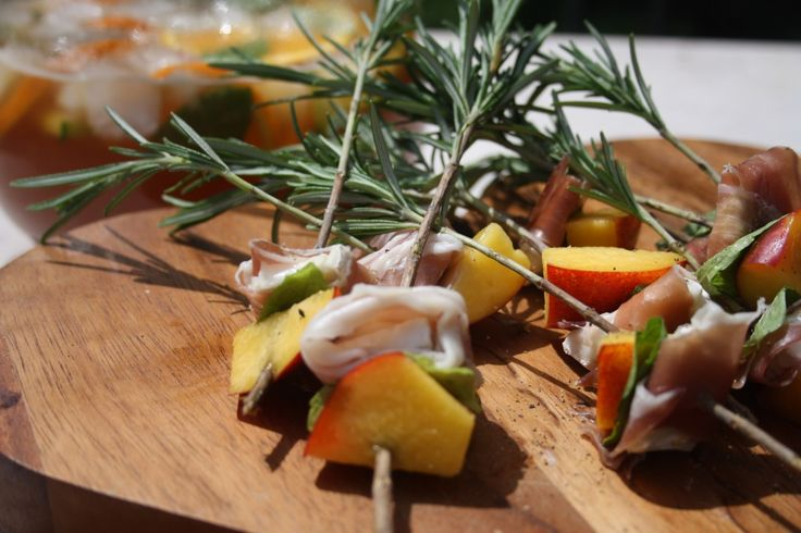 Peach goats cheese prosciutto and mint canapes on for Summer canape ideas