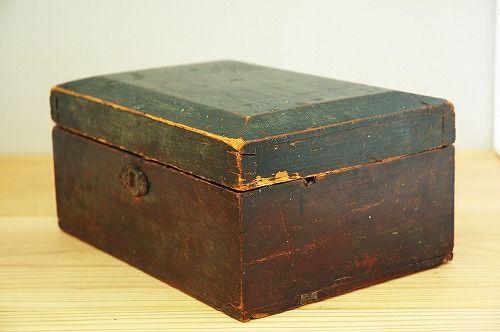 スウェーデンで見つけた古い木箱 - 北欧雑貨と北欧食器の通販サイト| 北欧、暮らしの道具店