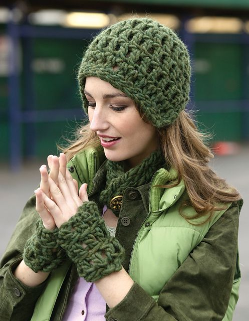 Free Crochet Hat Pattern.This Helmet, Wristlets, and Neckband are quick to make with super bulky yarn and large hook.