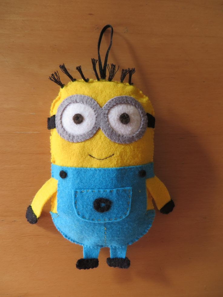 Minion decoration en feutrine peluche minion decoration for Decoration de porte a suspendre