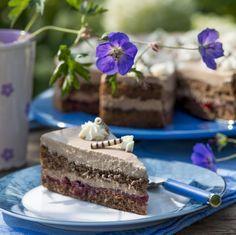 Zarte Nougat-Sahne-Torte