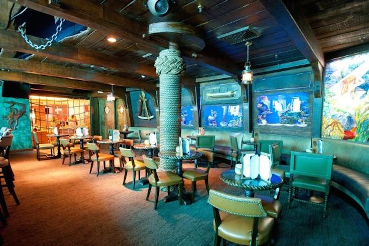 the wreck bar in ft. Lauderdale features real mermaids! #travel #Florida #kitsch