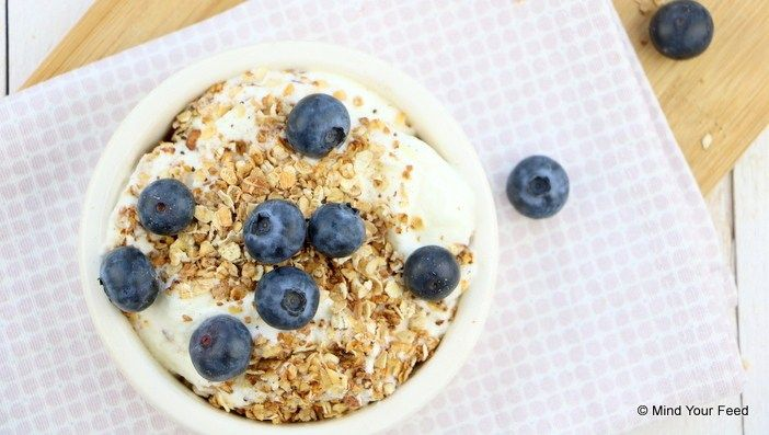 Deze warme geroosterde havermout is een perfect ontbijtje voor een koude ochtend. Lekker met vanille en kaneel, bakje yoghurt, zo klaar.