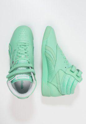 Komaan Riet, ze zijn in afslag!! We gaan der gewoon voor ;) Reebok Classic FREESTYLE HIGH SPIRIT - Sneakers hoog - mint glow/white - Zalando.be