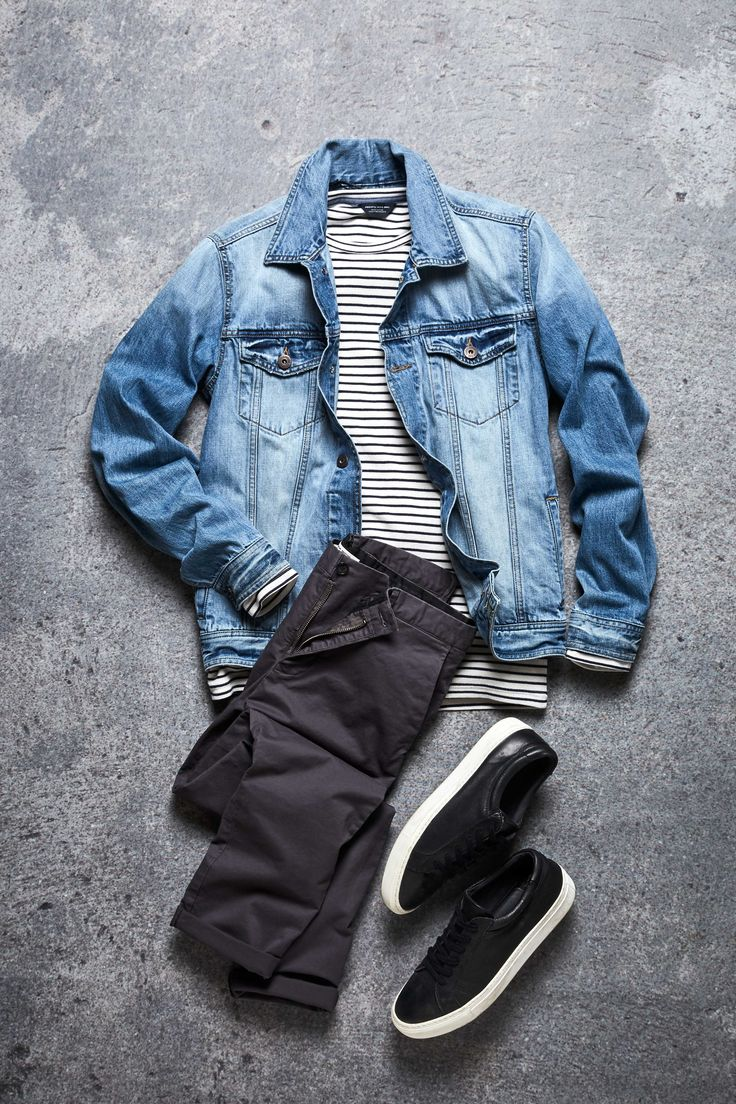 Add a denim jacket or oversized denim shirt to your outfit for a simple cool look | JACK & JONES #menswear #outfit #ideas #men