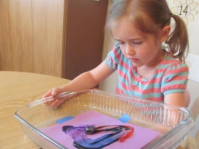 Magnetic painting. restultaat is minder maar goed voor de motoriek en erg spannend