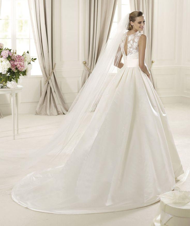 Pronovias presents the Dalia wedding dress Costura