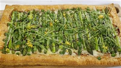 This simple asparagus gruyere tart is the perfect spring appetizer