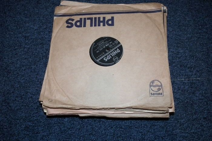 Online veilinghuis Catawiki: 25 stuks schellak 78 toeren met hoesjes 10 inch Frank Sinatra-Perry Como toppers van toen